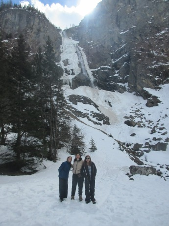 francesca-sarah-and-fiona-at-engstligen-falls-frozen-1